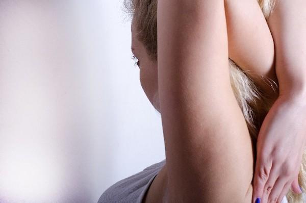 肘が痛い症状を和らげる、自宅でできる7つの対処法