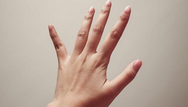 突き指で骨折?病院に行く前の7つの自己チェック