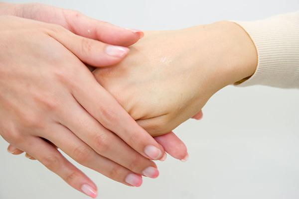 手のしびれの原因は重病の前兆?!意外な7つの病気