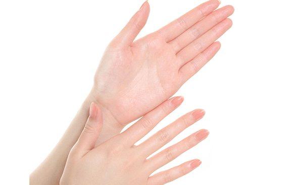 手の小指が骨折しちゃったかも?今すぐできる応急処置法