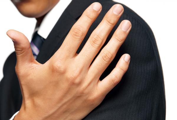 手のしびれの原因は肘部管症候群?!事例と適切な処置とは