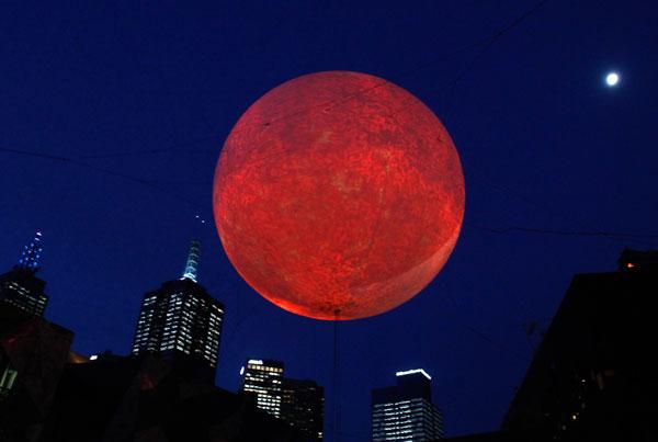 赤い月が出ると地震が来る?!7つの前兆チェック!
