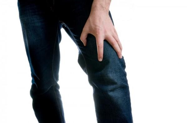 膝が鳴るときは要注意、知らぬ間に起こりうる症状を解説