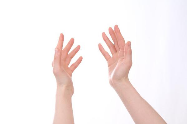 手の痺れが止まらない?!早めに疑うべき7つの病気