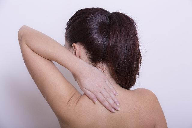 背中のしびれを引き起こす頑固なコリに効く7つの方法