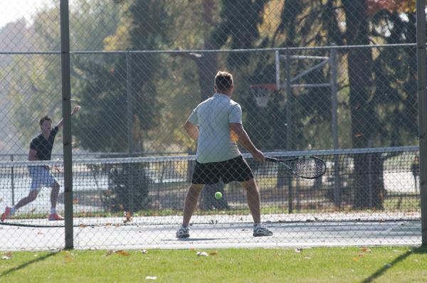 テニス肘の症状が悪化しないよう、すぐやるべき7つの処置