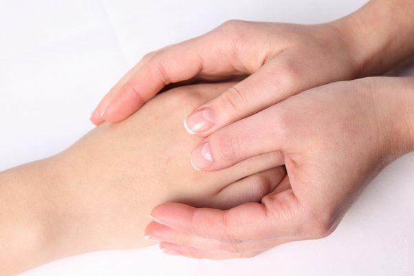突き指の対処法!意外とやりがち、間違いだらけの応急処置