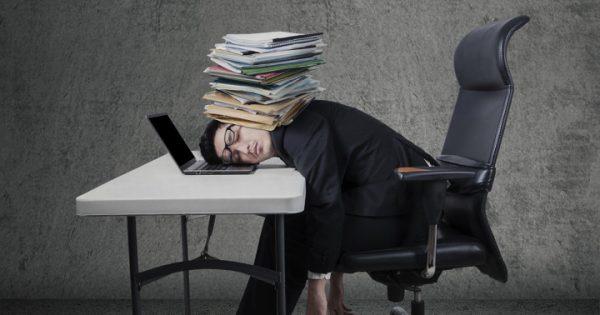過労の症状チェック!身体が悲鳴をあげる7つのサイン