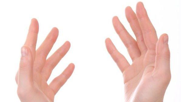 両手の指の腫れがひかないときに考えられる7つの疾患