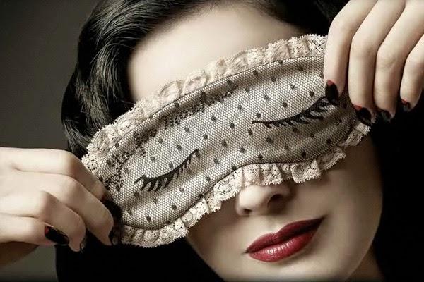 目の充血に悩むとき自分に合った目薬を見つける方法