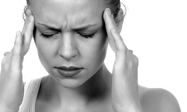頭痛の解消法!いつでもどこでも手軽にできるストレッチ