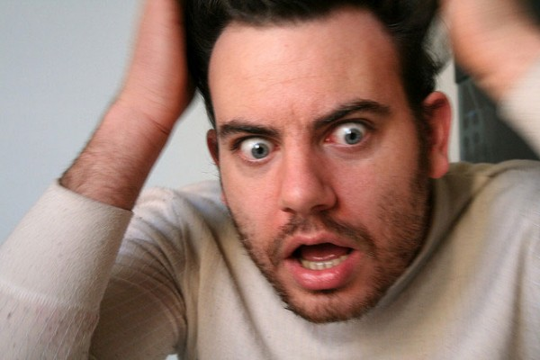 不快な耳鳴りの原因を突き止めて症状を和らげる7つの方法