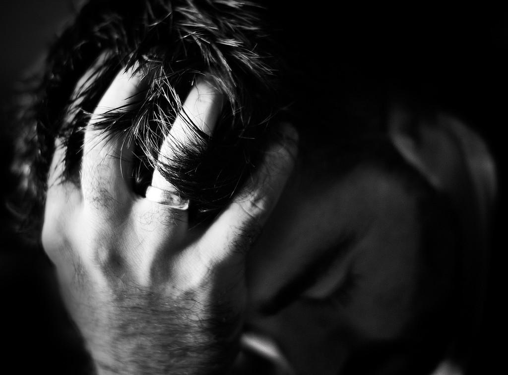 頭痛からくる吐き気を軽くする、5つの改善方法とは